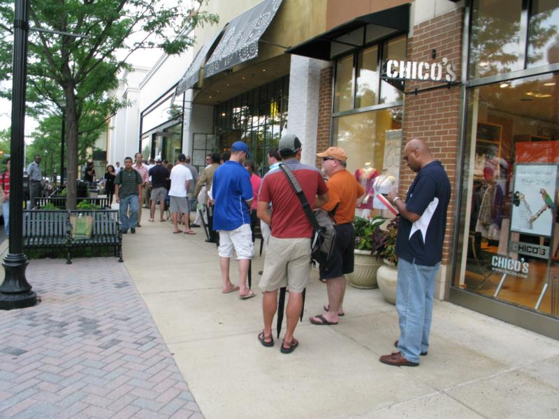 Long Lines at Clarendon Apple Store for iPhone 4 Debut