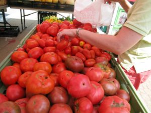 Produce at a farmers market (file photo)