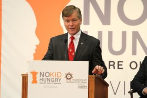 Gov. Bob McDonnell visits Barcroft Elementary School (file photo)
