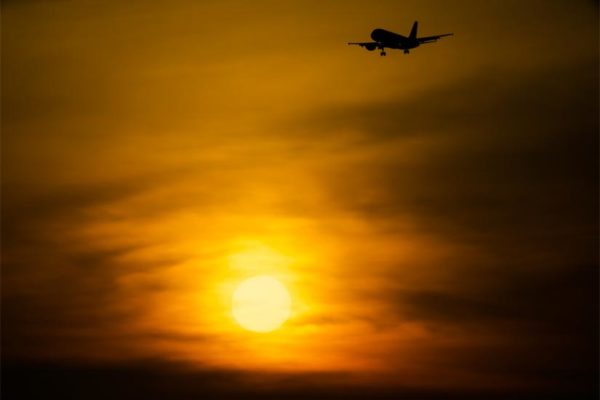 Sunset landing (Flickr pool photo by Wolfkann)