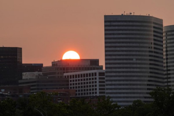 Sunset over Rosslyn (Flickr pool photo by Wolfkann)