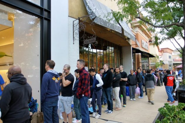 Hundreds of people waited in line Sept. 19, 2014 to buy the iPhone 6 at the Clarendon Apple store.