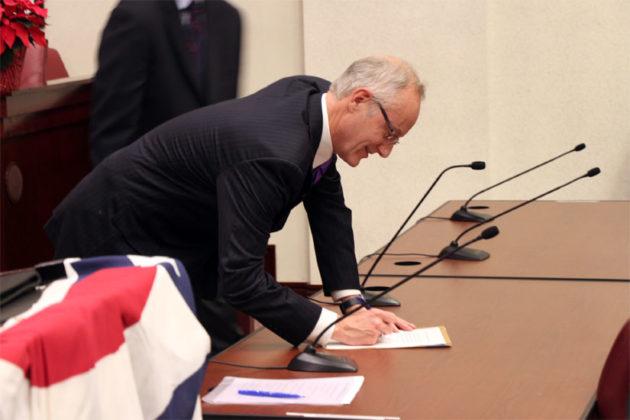 John Vihstadt signs his oath of office