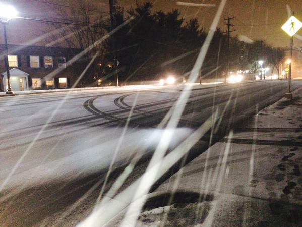 Snow on Columbia Pike Monday night