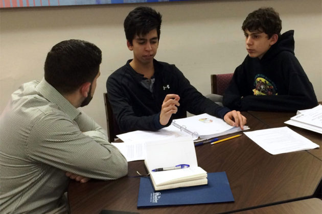 Students and a mentor at the Young Entrepreneurs Academy (photo courtesy Arlington Chamber of Commerce)
