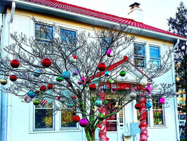 Ashton Heights house brightly decorated for Christmas (Flickr pool photo by Doug Duvall)