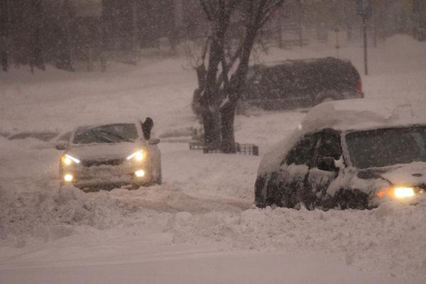 Cars stuck in snow on Wilson blvd