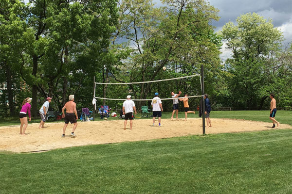 Volleyball in Fairlington (Flickr pool photo by James L.)