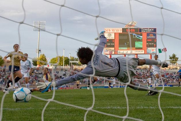 USA Women vs Mexico, Albuquerque, NM, October 20, 2006 (photo by John Todd)
