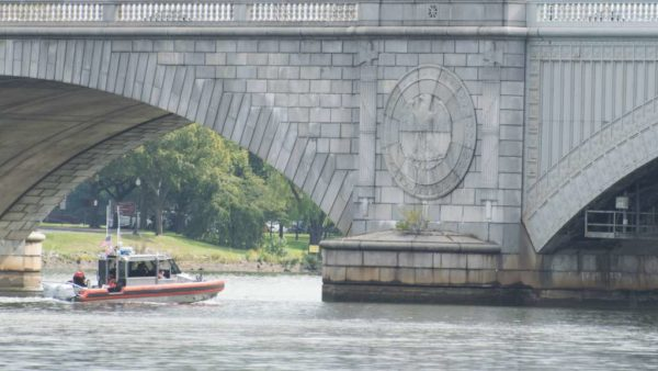 Patrol boat on the Potomac in front of the Memorial Bridge (Flickr pool photo by John Sonderman)