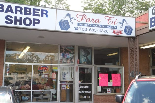 In the same plaza, hair salon Para Ti has closed