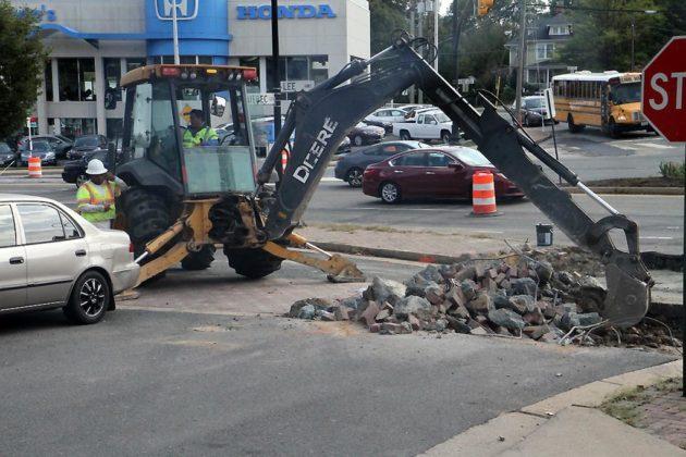Crews digging at Lee Highway and Military Road