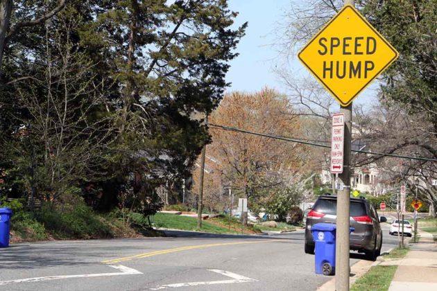 Speed hump sign in Lyon Village