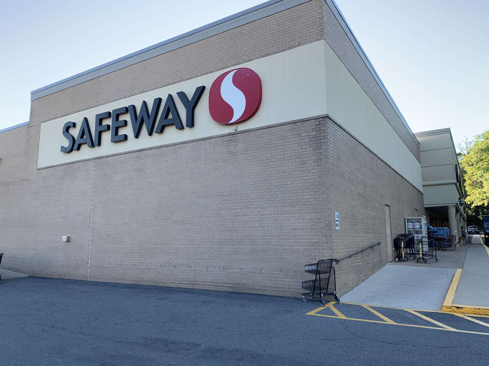 Arlington Safeway Stores Are Offering Vaccine Appointments - ARLnow